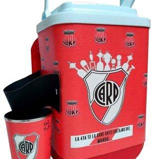 Set de terere con diseño del Club River Plate